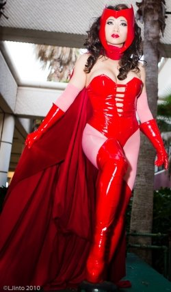 Scarlet Witch Cosplay01