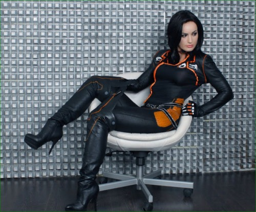 miranda-lawson-costume-mass-effect-babe